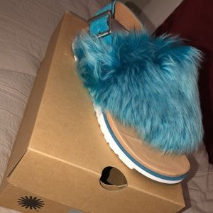 UGG Holly brand new, size 6.5 in women's.